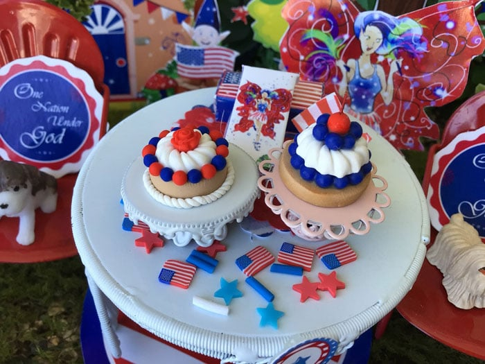 patriotic miniature cake