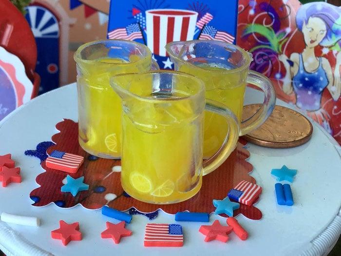 refreshing pitcher of lemonade, lemons
